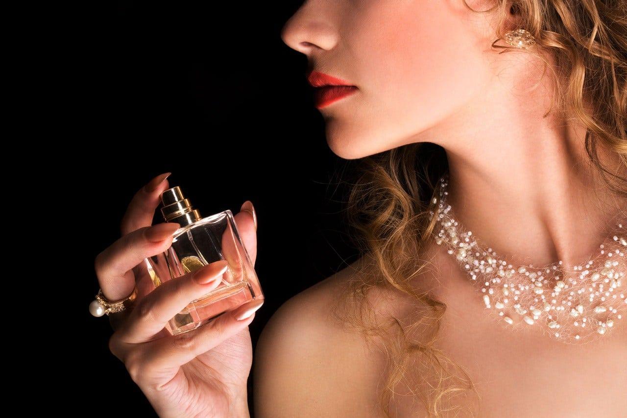 Female Perfume 2020 - Prévisions de ventes mondiales, de prix, de chiffre d'affaires, de marge brute et de parts de marché